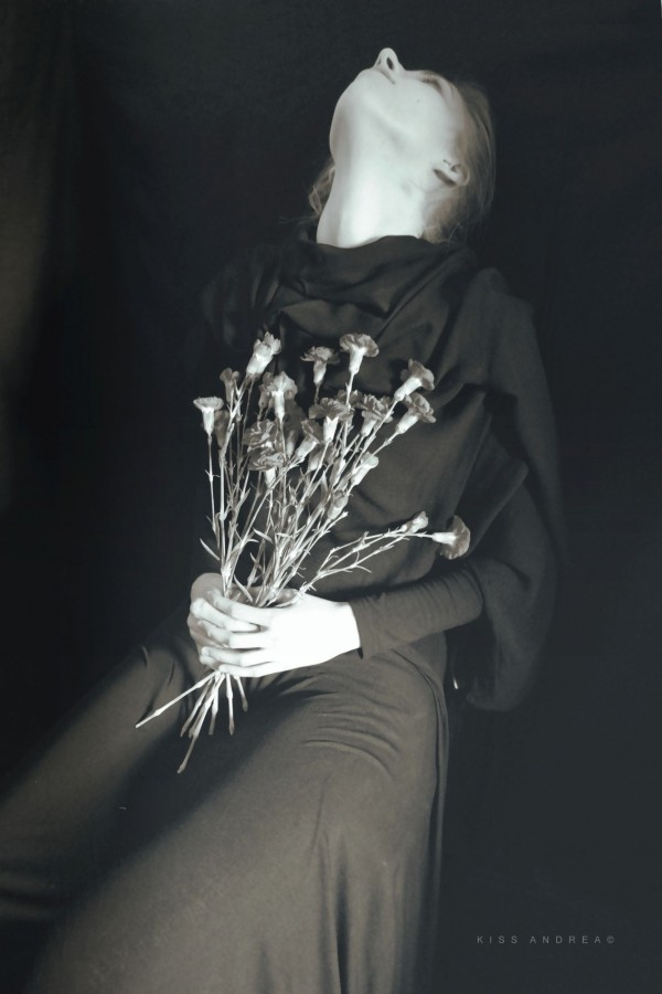 Andrea Kiss, photography, dark, obscure, ethereal, back and white