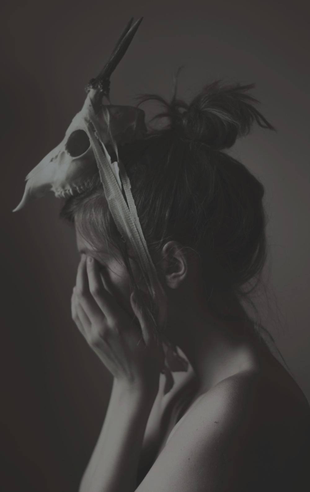 Michalina Wozniak, Inna Forma Niepokoju, photography, dark, obscure, black and white, black & white