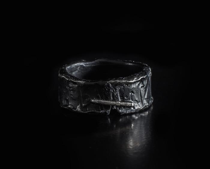 Luis Leon, jewellery, ring, silver, avantgarde, dark, obscure