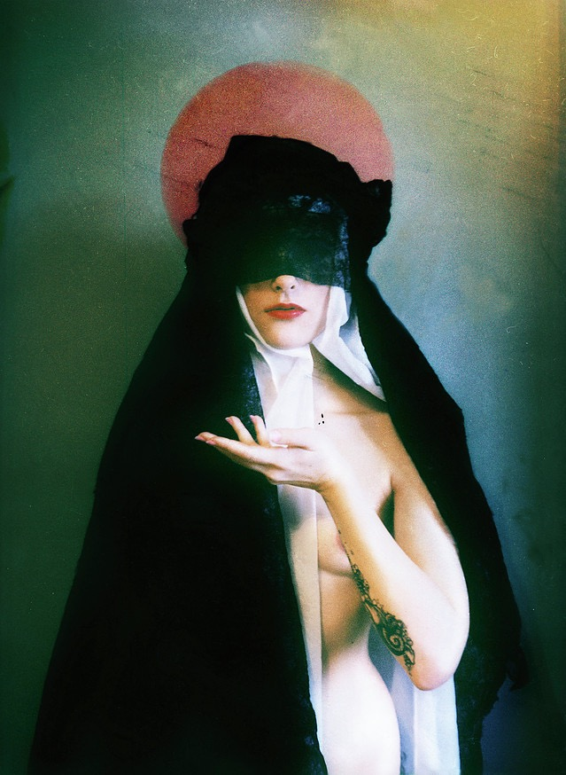 Leaulevlesara, photography, dark, obscure, ethereal