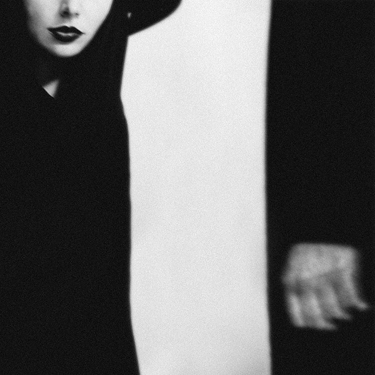 Katarina Oresanska, photography, dark, obscure, black and white