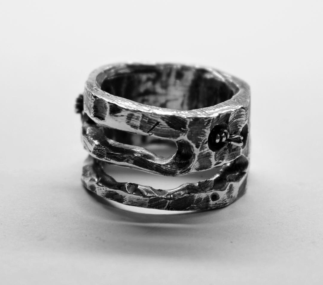 Vechno Jewelry, ring, jewelry, silver, handmade, artisanal, accessories, dark, obscure, avantgarde, fashion