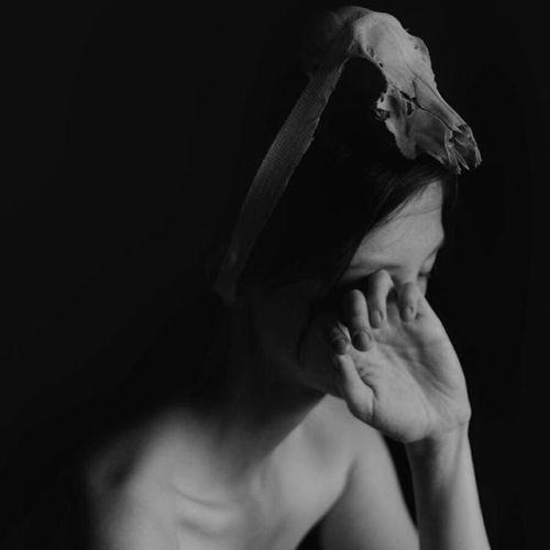 Corpus Vertebrae: investigating body and soul scars