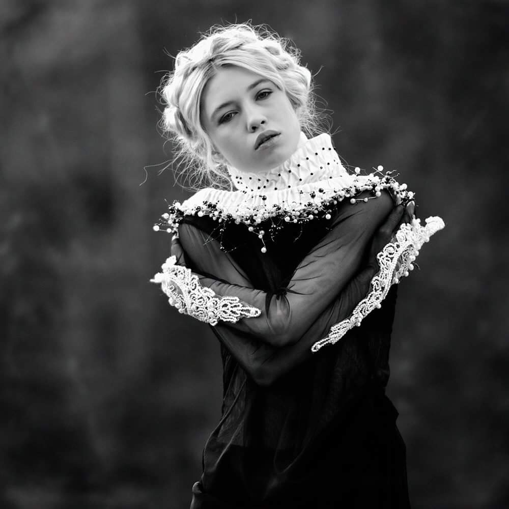 Alexandra Fira, photography, fashion photography, dark, obscure, ethereal, black and white, black and white photography
