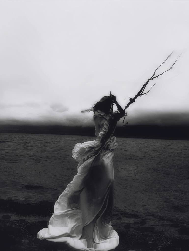 Valeria Chorozidi, photography, black and white photography, dark, obscure, conceptual photography